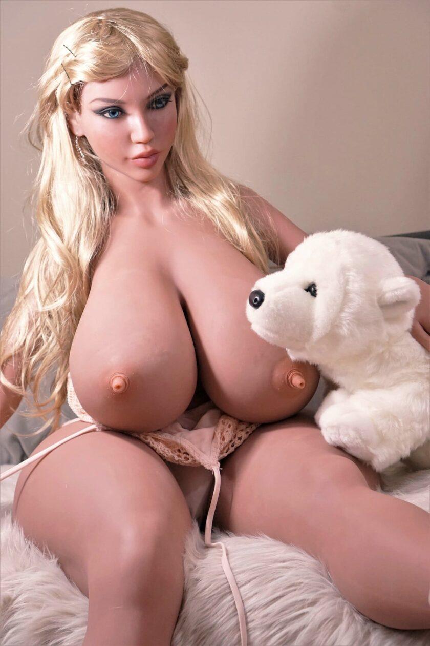секс-кукла блондинка