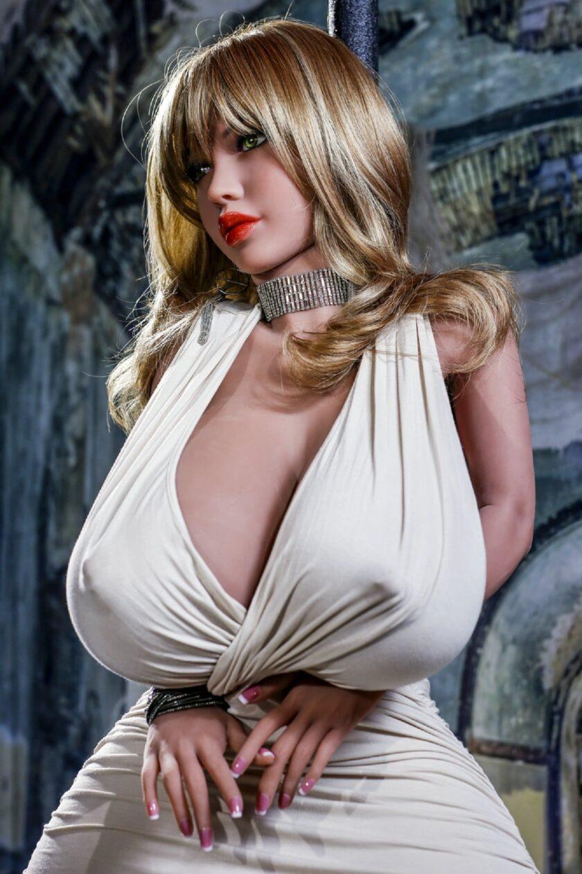 секс-лялька з великими грудьми