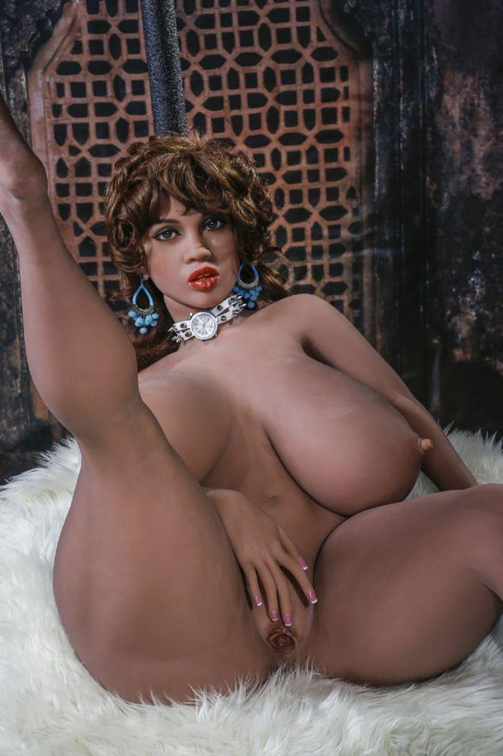 секс-куклу с большими сиськами