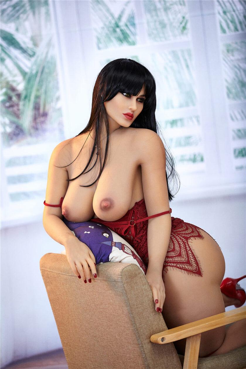 секс кукла брюнетка с большой задницей