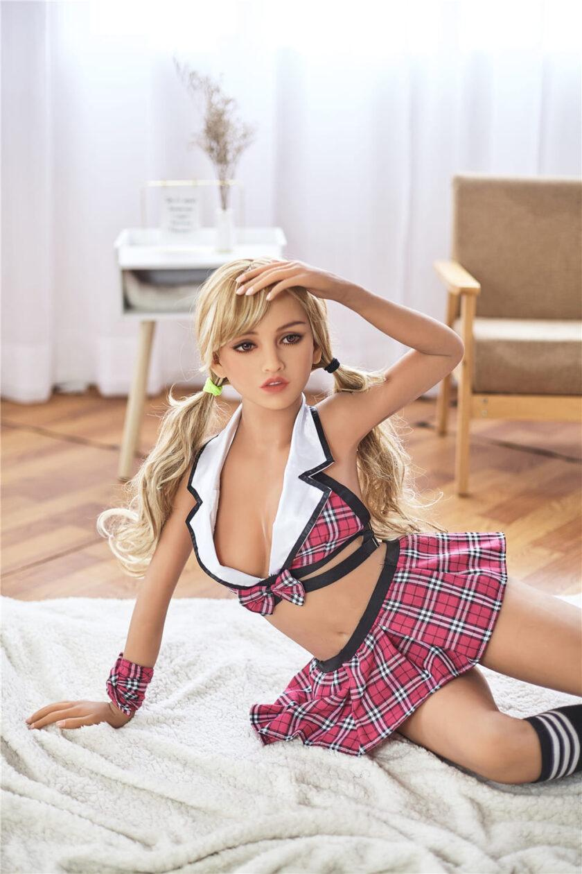 секс-кукла в школьной форме