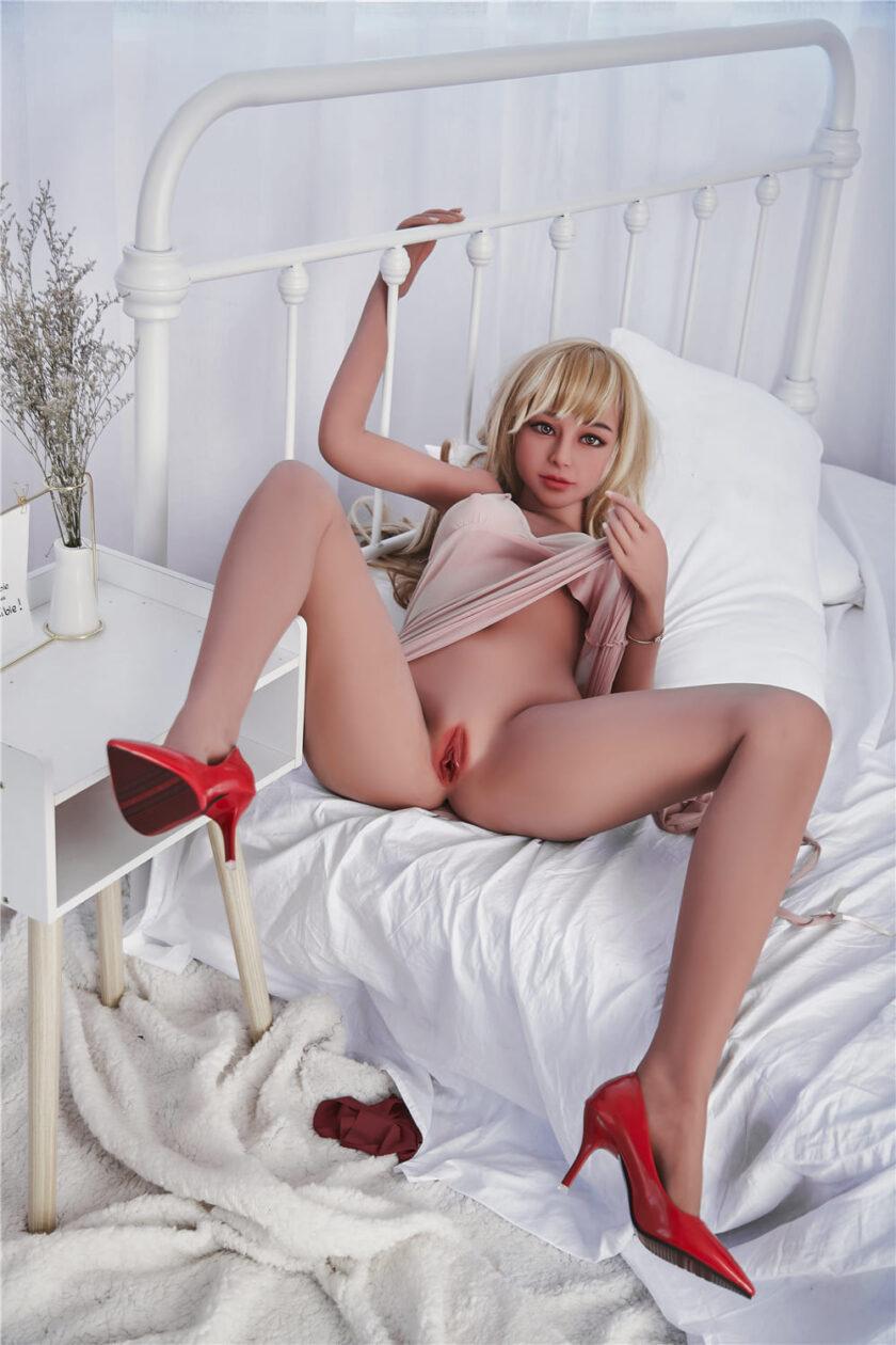 молодая секс кукла