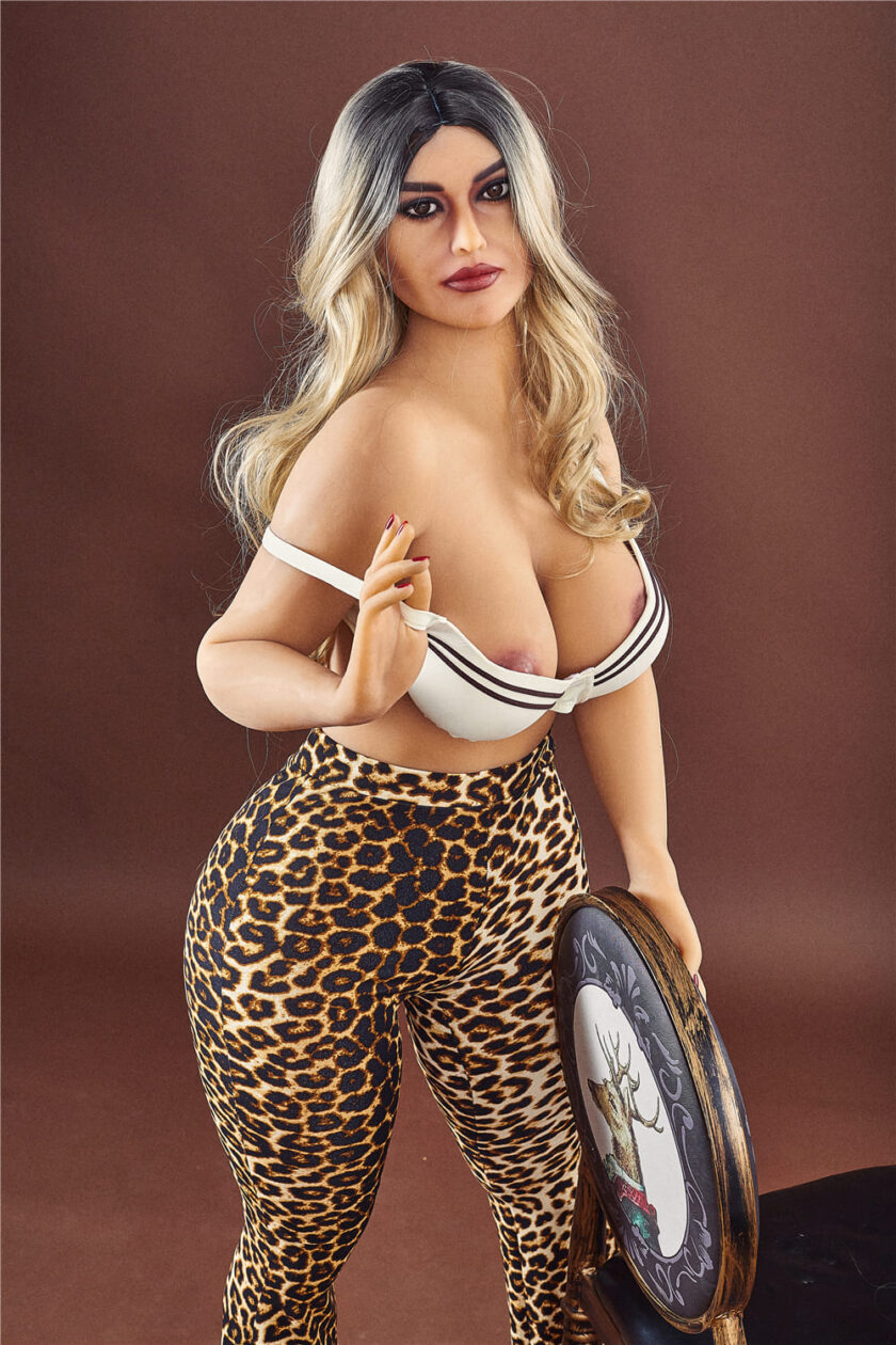 секс кукла реалистичная с большими бедрами