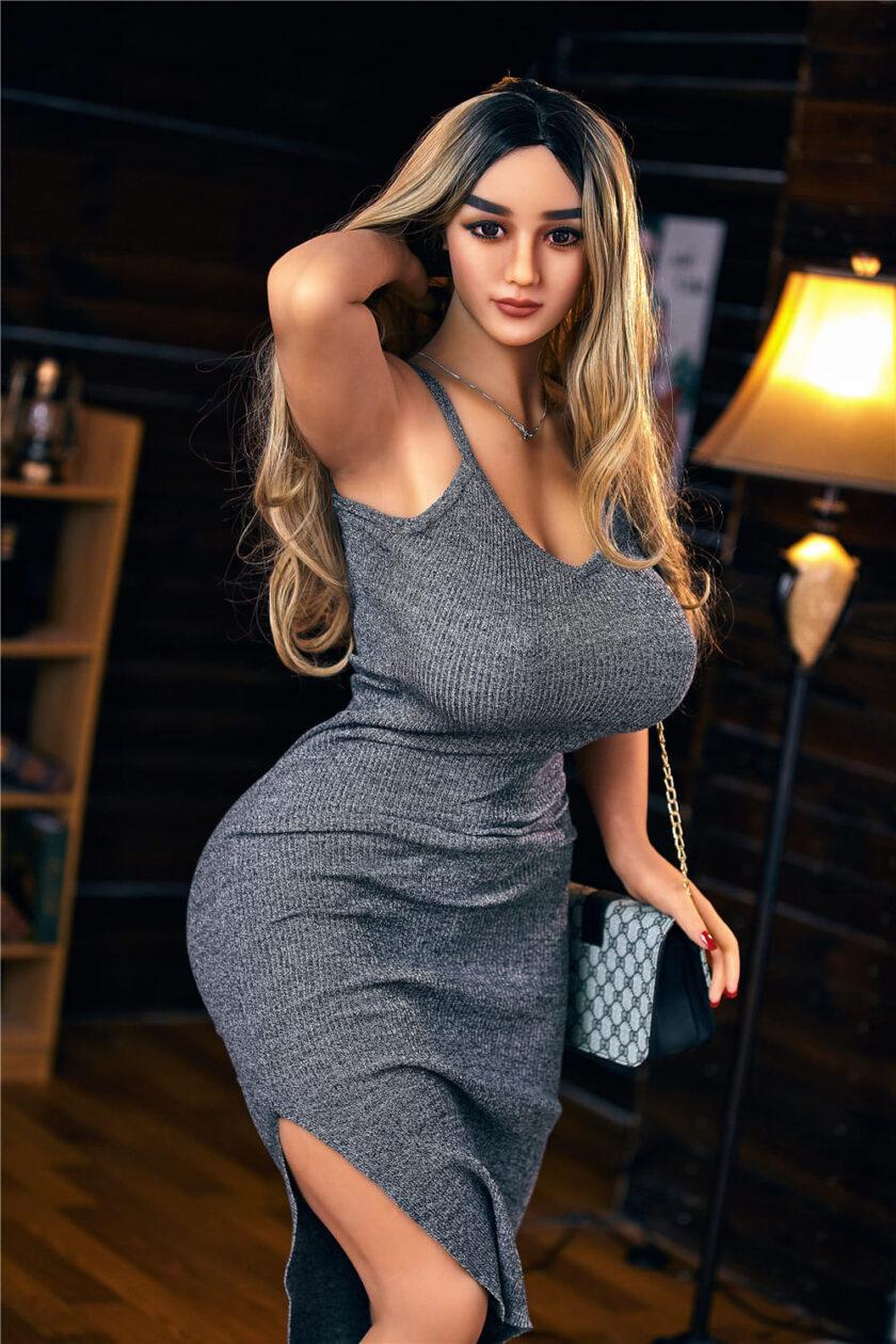 реалистичная секс кукла с большими бедрами
