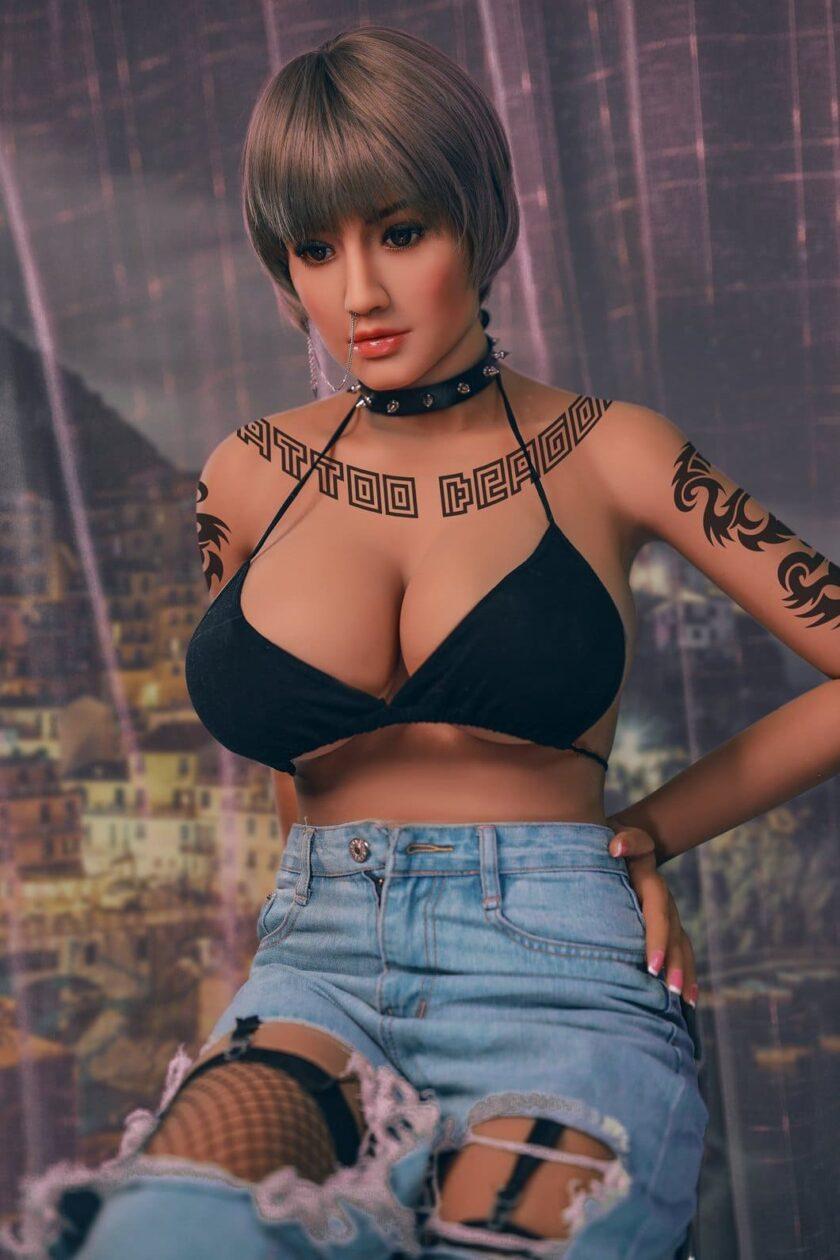 секс кукла тело с татуироваками