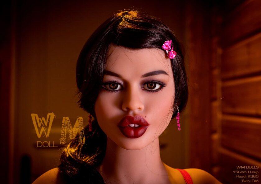 силиконовая кукла с большими губами