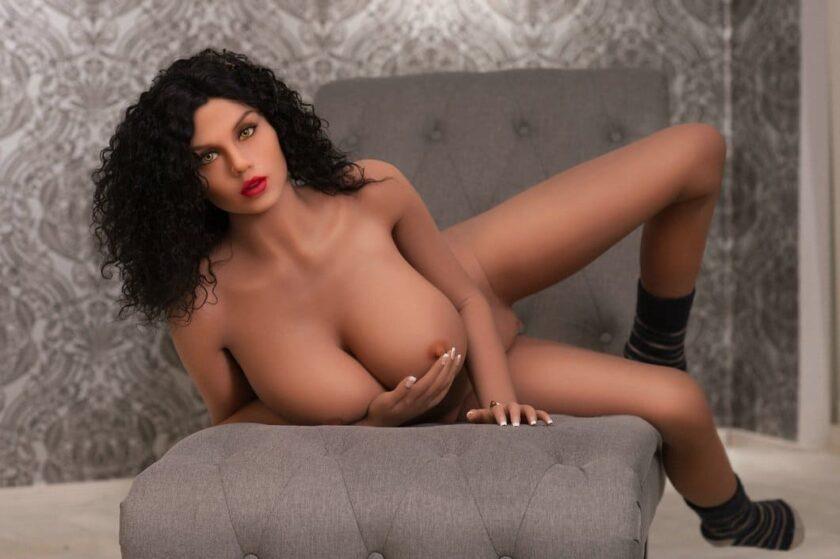 секс кукла кудряшка мулатка