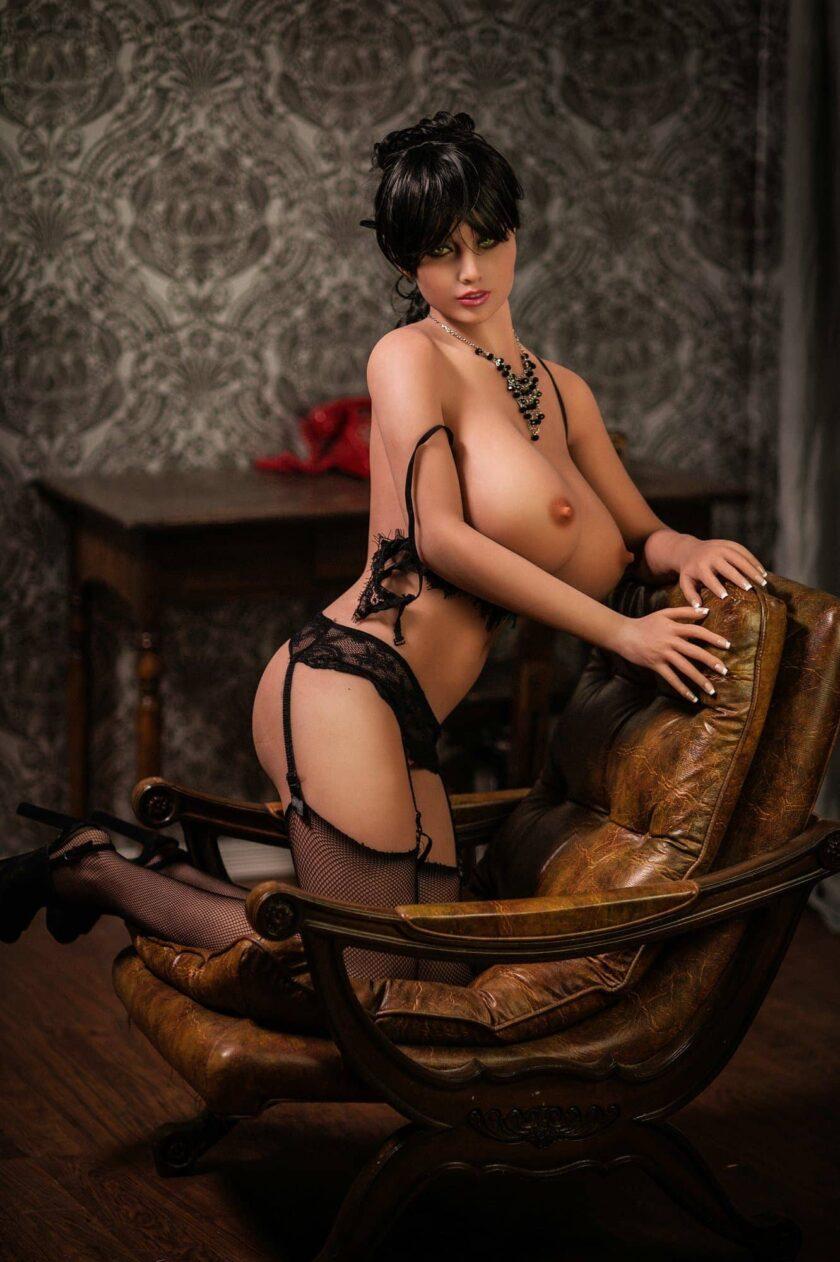 горячая секс кукла брюнетка с большой грудью