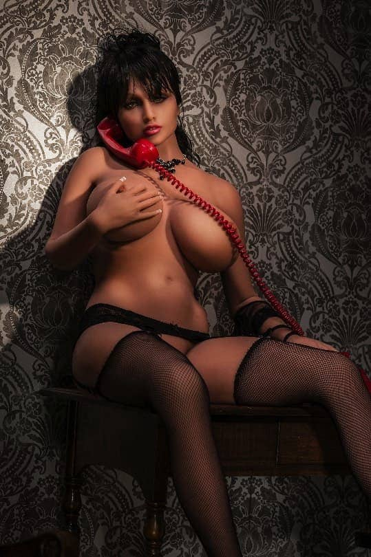 горячая секс кукла брюнетка