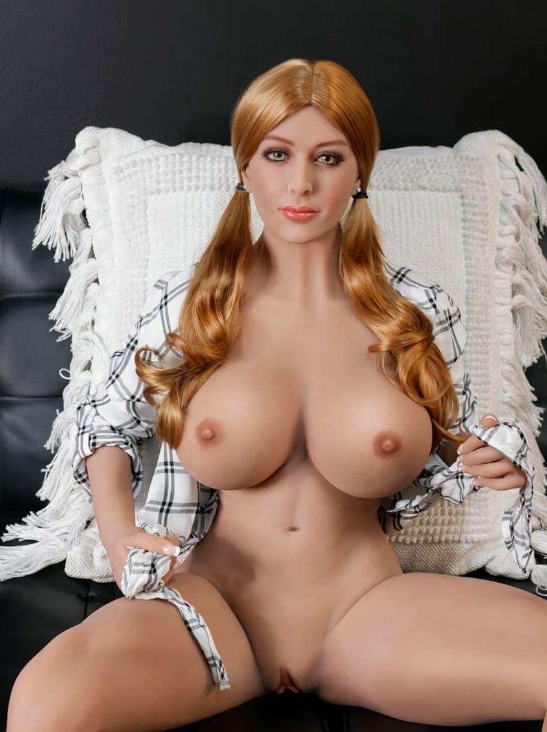 Ultimate Fantasy Dolls Bianca