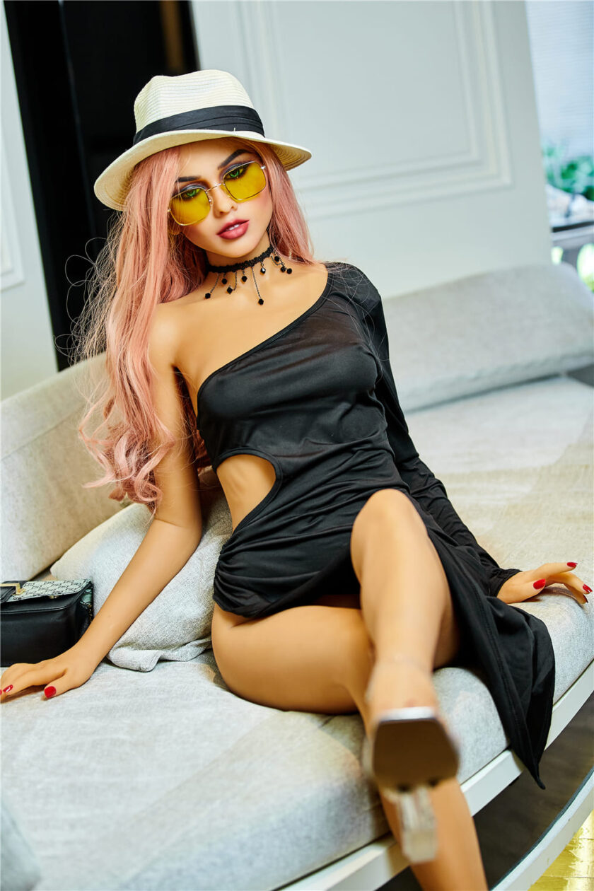 Силиконовая секс кукла с розовыми волосам